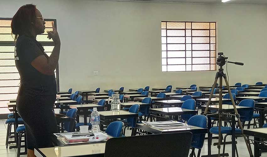 Curso de Libras tem alunos de outros estados - UNILINS